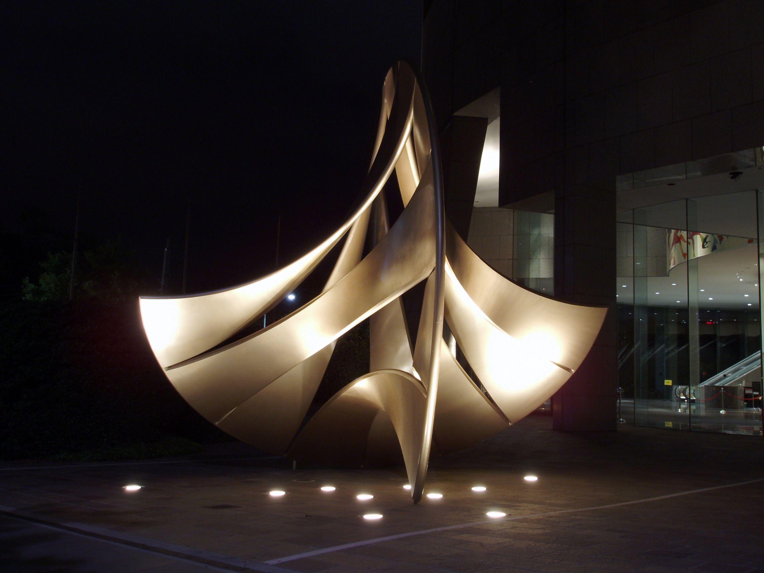 نورپردازی تاکیدی بر اثر هنری