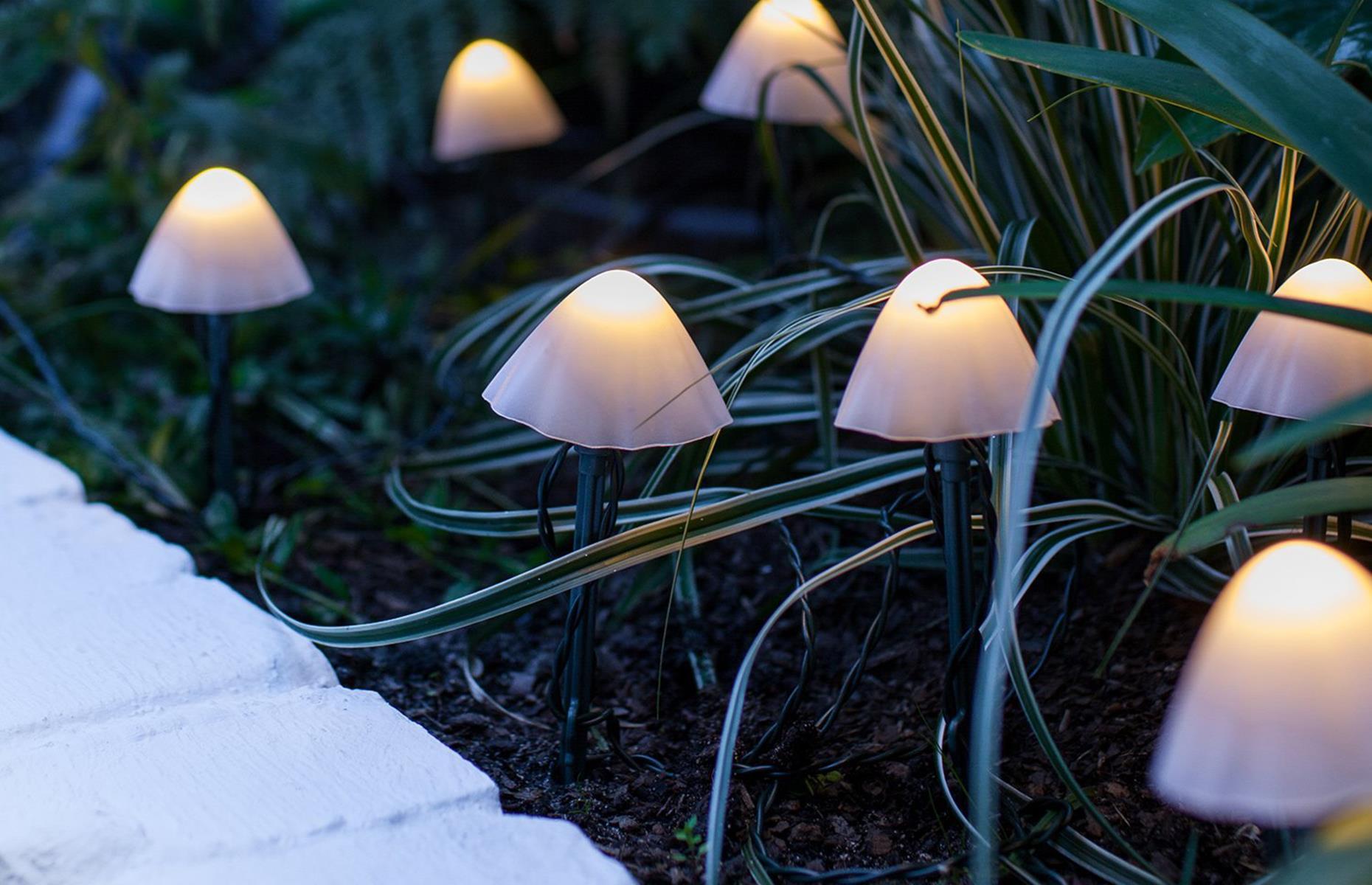قارچ های رنگی با LED برای باغچه