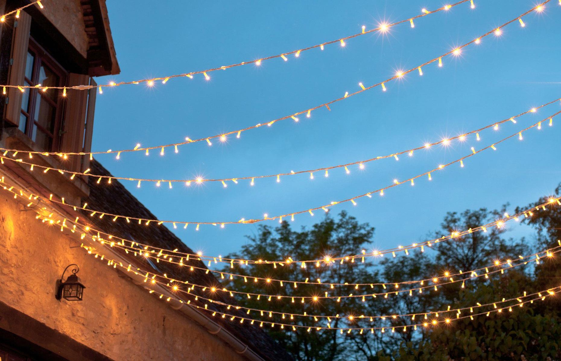 نورپردازی حیاط با رشته ال ای دی LED