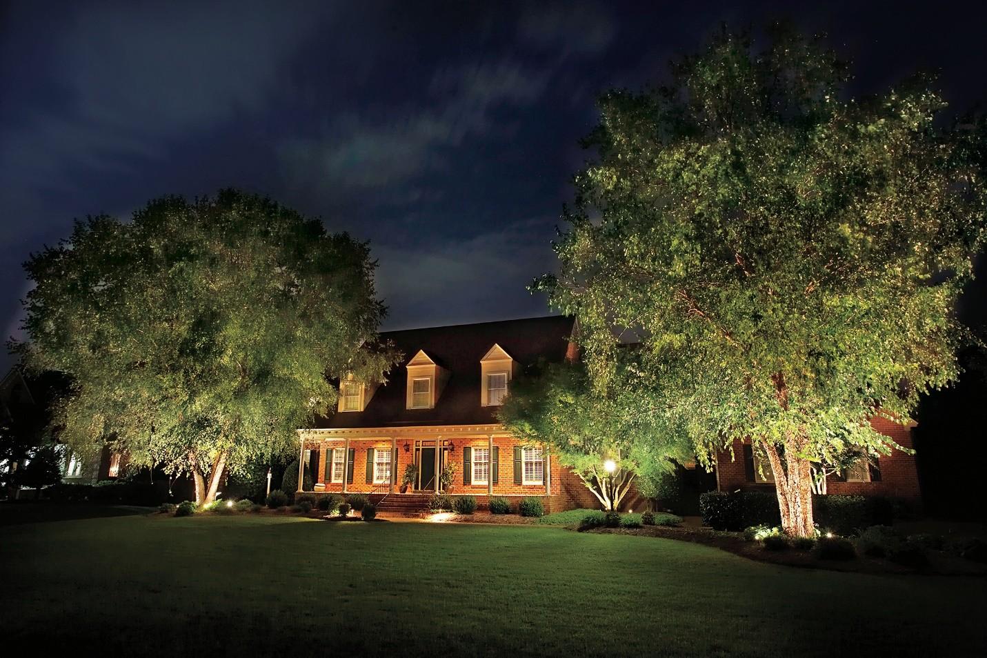 نورپردازی مدرن ویلا، حیاط و باغ