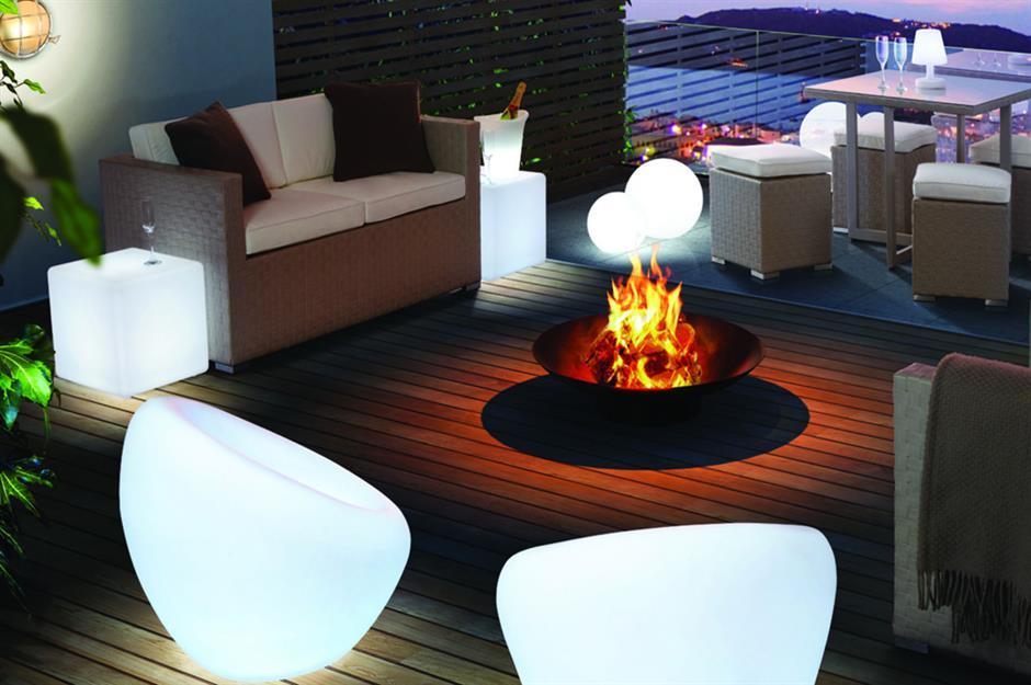 استفاده از آتش برای نورپردازی حیاط و باغ