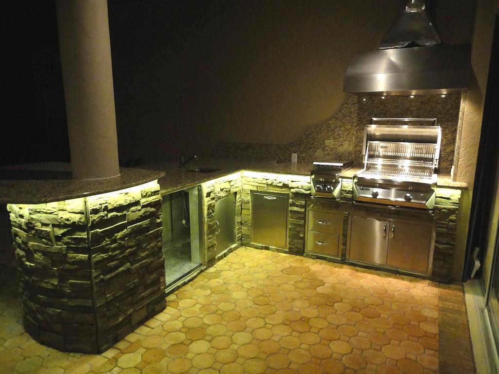 نورپردازی وظیفه ای آشپزخانه در فضای باز