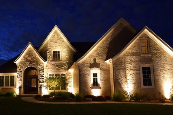 نورپردازی تاکیدی بر نمای ساختمان