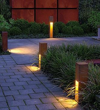 نورپردازی مسیرهای ورود و خروج حیاط